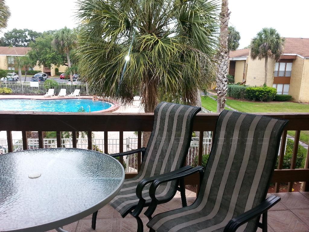 balcony 2 - pool