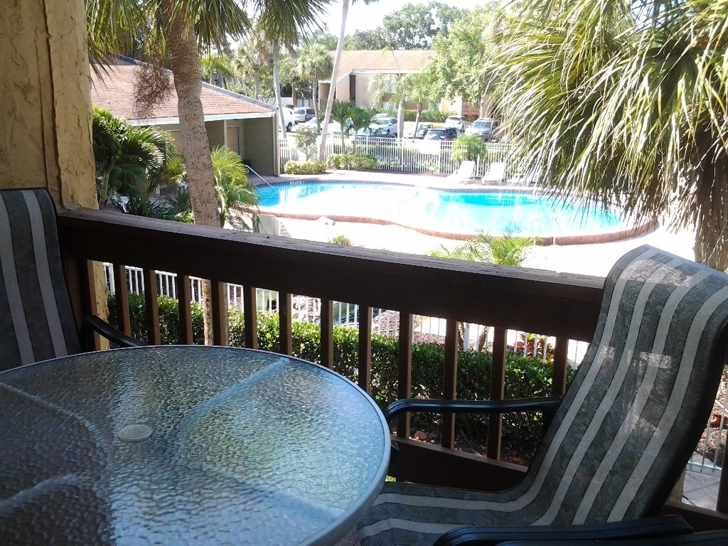 balcony - pool
